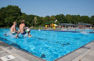 De mooiste buitenzwembaden van Drenthe