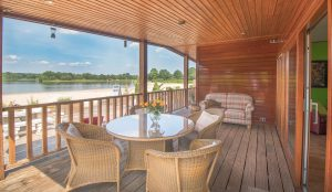 Vakantie in een luxe watervilla aan het Drentse strand
