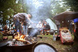 Beleef met de vuurmeester het buiten koken in het mooiste bos van Drenthe